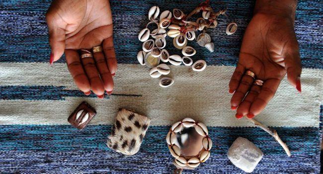 L'art divinatoire des cauris en 2017