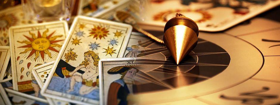 pendule et cartes de tarot