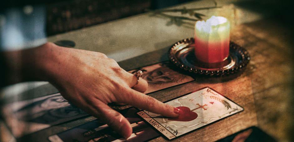 lecture des cartes par une voyante