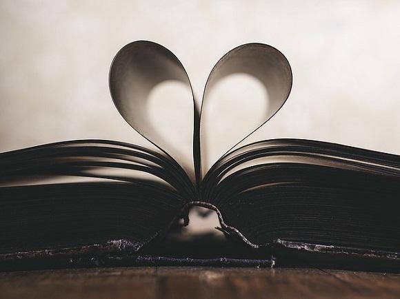 Pages formant un cœur, amour
