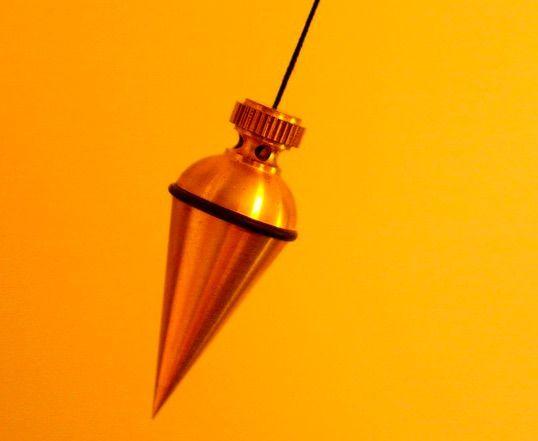 pendule conique en métal doré