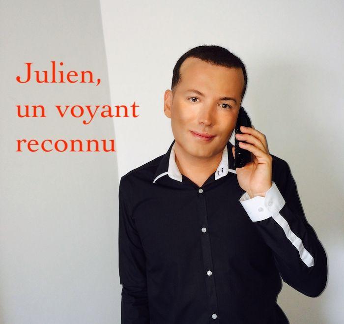 Julien Jude au téléphone